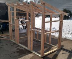 Building A DIY Chicken Coop If you've never had a flock of chickens and are considering it, then you might actually enjoy the process. It can be a lot of fun to raise chickens but good planning ahead of building your chicken coop w Cheap Chicken Coops, Chicken Coop Pallets, Diy Chicken Coop Plans, Portable Chicken Coop, Best Chicken Coop, Backyard Chicken Coops, Building A Chicken Coop, Chicken Runs, Chickens Backyard