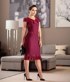 A imagem pode conter: 1 pessoa, em pé, sapatos e área interna Elegant Dresses, Casual Dresses, Short Dresses, Formal Dresses, Dress Skirt, Lace Dress, Skirt Fashion, Fashion Outfits, Ballroom Dress