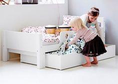 En el post del día de hoy quiero compartir algunas ideas de Camas montesori con las que podrás decorar la habitación de tus peques.