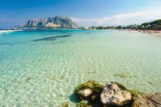 The crystal waters of Mondello, Palermo, Sicilia Places In Italy, Places To See, Italy Vacation Packages, Italy Landscape, Palermo Sicily, Living In Italy, Italy Holidays, Sicily Italy, Verona Italy
