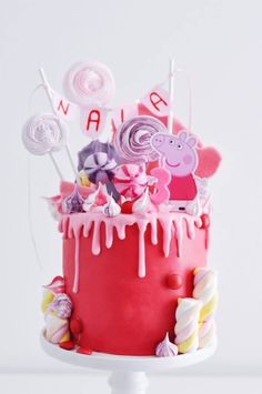 peppa wutz kuchen Bolo Da Peppa Pig, 1st Birthday Cake For Girls, Mickey Mouse Invitation, Cake Models, Celebration Day, Minnie Mouse Cake, Sweet Bakery, Pig Party, Drip Cakes