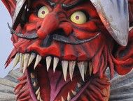 """Streetfood inaugura il nuovo tour 2015 con la 142° edizione del Carnevale di Viareggio. La """"Cuccagna di cibi di Strada"""" occuperà quindi parte di Piazza Mazzini, tra i botteghini d'ingresso e la tribuna, e sarà installata ogni weekend di Carnevale: 31 gennaio-1° febbraio, 7-8 febbraio, 14-15 febbraio, 21-22 febbraio per terminare il sabato 28 febbraio."""