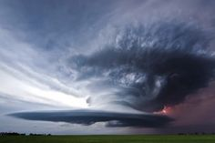 Cazatornados atrapan monstruo en el cielo