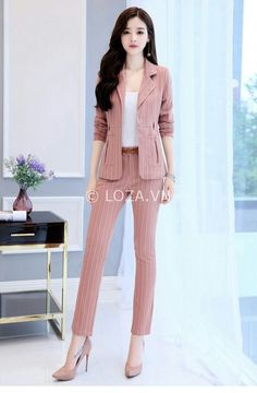 Lined and stitched as suit. Also pinkk Stylish Work Outfits, Office Outfits, Classy Outfits, Casual Outfits, Suit Fashion, Work Fashion, Fashion Dresses, Fashion Design, Corporate Attire