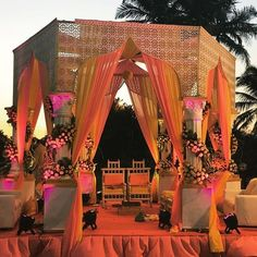 Don't go crazy looking at mandap designs all over the place. Stop, take a look at our Top 5 Mandap Design Ideas & get your Pitcure Perfect Wedding right! Indian Wedding Theme, Asian Inspired Wedding, Indian Wedding Decorations, Orange Wedding, Indian Theme, Wedding Looks, Perfect Wedding, Dream Wedding, Wedding Mandap