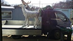 Upcycle cardbord deer