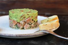 Recipe for salmon trout tartare with avocado mousse. Healthy and delicious for brunch, lunch or dinner!