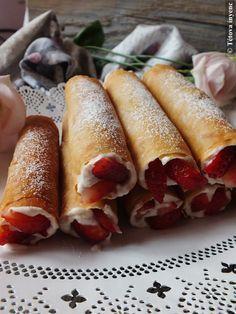 Epres rólók-réteslapból Hungarian Desserts, Torte Cake, Sweet And Salty, Winter Food, Diy Food, Hot Dog Buns, Breakfast Recipes, Biscotti, Good Food
