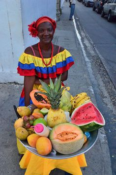 No matter how many days in Cartagena you have to spend, discover colonial castles, idyllic beaches and an active volcano. Read my Cartagena itinerary! People Around The World, Travel Around The World, America Continent, Colombia Travel, Visit Colombia, Cheap Places To Travel, Legends And Myths, In Patagonia, Going On A Trip
