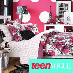 The Sketched Roses bedding set offers a contemporary look that is perfect for the fashionable teen. Coordinate with fun decorative pillows and matching sheet set that is sold separately.