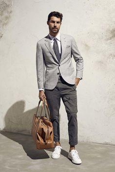 look trabalho. Aqui neste look apostei terno tecido cru + caça sarja com bolso frente + sapatênis blac