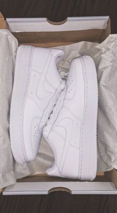 Shoes Toddler Girl Size 10 Tennis Shoes Girls Size 1 Source by lealomagos girlsTennis Shoes Toddler Girl Size 10 Tennis Shoes Girls Size 1 Source by lealomagos girls Nike Air Force 1 Shoes - White - Style- Julia O Awesome Classic Black Vans Women's Shoes, Sock Shoes, Cute Shoes, Me Too Shoes, Shoes Sneakers, White Tennis Shoes, Strappy Flats, Slingback Flats, Dream Shoes
