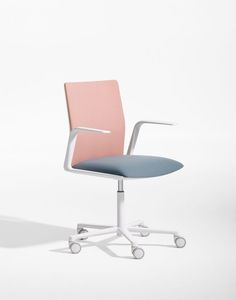 35 Unexpectedly Chic Pieces for an Un-Boring Office - Home office - Chair Design Best Office Chair, Black Office Chair, Home Office Chairs, Office Furniture, Office Desk, Grey Office, Design Furniture, Chair Design, Luxury Furniture