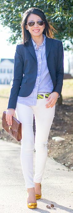 White jeans, striped button down, blue blazer Casual Street Style, Casual Chic, I Love Fashion, Fashion Looks, Corporate Chic, Casual Fridays, Professional Attire, Business Casual Outfits, Work Looks