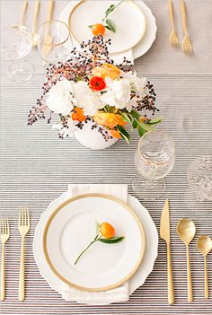 Holiday tablescapes #Gold