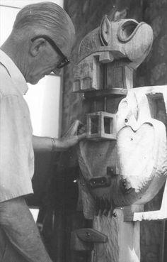 "Le Corbusier et la sculpture FLC 8, ""Totem"", 1950 Photo : Joseph Savina © FLC/ADAGP"