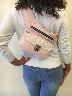 Diy Purse, Hip Bag, Basket Bag, Pink Summer, Waist Pack, Clothing Hacks, Fanny Pack, Girl Outfits, Pouch