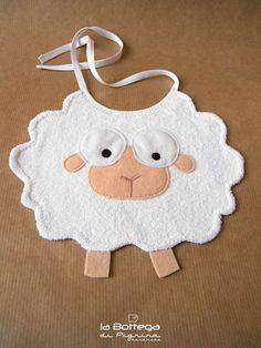 Baby Diy Projects Sewing Bib Pattern 17 Ideas For 2019 Handgemachtes Baby, Baby Bibs, Baby Love, Quilt Baby, Baby Sewing Projects, Sewing For Kids, Diy Bebe, Baby Accessoires, Bib Pattern