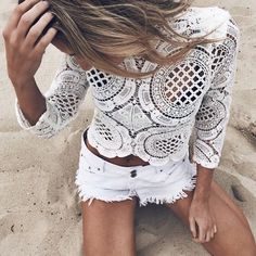 Summer Style :: Beach Boho :: Festival Outfits :: Gypsy Soul :: Bohemian Beauty :: Hippie Spirit :: Free your Wild :: See more Untamed Fashion + Style Inspiration Fashion Blogger Style, Look Fashion, Womens Fashion, Fashion Design, Gypsy Fashion, Fashion Vintage, White Fashion, Gypsy Style, Bohemian Style