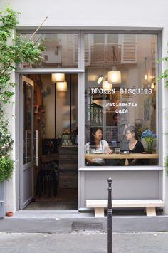 Im zweiten Paris Guide stelle ich euch vier weitere schöne Cafés in Paris vor - diesmal im 11 Arrondissement: Café Oberkampf, The beans on Fire, ... Cafe Shop Design, Small Cafe Design, Restaurant Interior Design, Coffee Cafe Interior, Bakery Shop Interior, Coffee Shop Interior Design, Cozy Coffee Shop, Small Coffee Shop, The Coffee