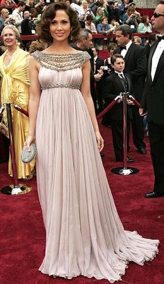 I was never a fan of this blush color, but anything else and the dress would have been something else. (Jennifer Lopez in Marchesa, Oscars 2007)