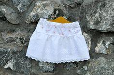Tutorial Super Simple Eyelet Skirt | The Mother Huddle