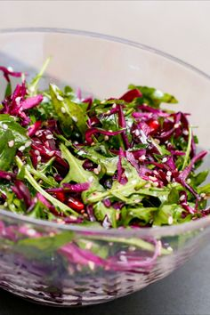 Red cabbage salad with arugula and sesame seeds Asian recipes Foodtempel - Einfach lecker kochen & backen foodtempel Rohkost Salat Cut the red cabbage into quarters, the stalk and cut into narrow strips. Halve the red onion and cut it into very fine Healthy Dinner Recipes, Healthy Snacks, Vegetarian Recipes, Meal Recipes, Lunch Recipes, Red Cabbage Salad, Asian Recipes, Ethnic Recipes, Complete Recipe