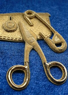 """Goldwork Embroidery ~ by Hand and Lock (I believe this is by Hand and Lock but I have not managed to find the exact page link source)"" Gold Embroidery, Embroidery Fashion, Embroidery Stitches, Embroidery Patterns, Sewing Stitches, Sculpture Textile, Textile Art, Textiles, Art Du Fil"