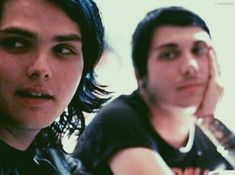 Me staring at my bff bcuz I luv her a bit too much. My Chemical Romance, Music Is Life, My Music, Gerard Way Memes, Cute Love Stories, Frank Iero, Ringo Starr, Emo Bands, Fall Out Boy