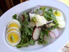 Mixed Green Salad with Avocado Dressing at www.GiangisKitchen.com