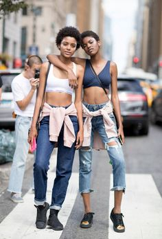 See the top New York Fashion Week street style from the Spring 2017 shows with our gallery of highlights from NYFW. Street Style Outfits, New York Fashion Week Street Style, Model Street Style, Spring Street Style, Cool Street Fashion, Street Style Looks, Fashion Outfits, Style Fashion, Models Style