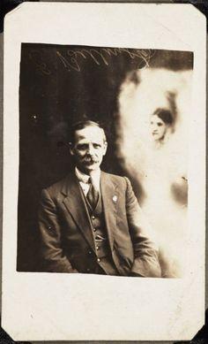 des fantômes dans des photos en 1905 par William Hope   des fantomes dans des photos par william hope 1905 1922 photographies d esprits 11
