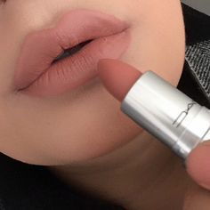 For the best beauty tips for lips to be achieved, the first step should be the preparation of the lips. This involves exfoliating scaly and chipped lips which can be done by use of Vaseline petroleum jelly and a toothbrush. #PerfectBeautyTipsForLipsAtHome