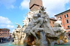 Fontana dei Quattro Fiume (Fonte dos Quatro Rios), em que quatro fortes homens nus servem de alegoria para representar os principais rios do mundo. São eles o Danúbio, Nilo, Prata e Ganges. piazza navona fonte - Pesquisa Google
