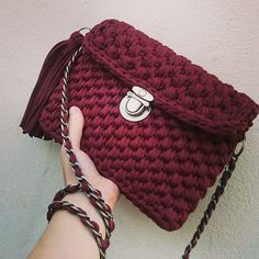 "bordo ""crossbody"" burunc furnitura ile."