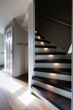 Stoer, stoer en nog eens stoer! Met Steeltwist geef je een stoere touch aan je trap. Hiermee worden de traptreden voorzien van blauwstalen neuzen en ingelegd met het gewenste décor.