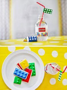 Premier anniversaire avec les copains et les copines cette année.   Mon fils est fan de Lego alors je souhaitais créer une invitation sur ...