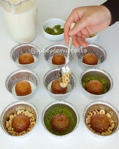 Hayırlı akşamlar canlar. Görüntüsu tadı harika bir tatli yapmak ister misin Üze Turkish Recipes, Ethnic Recipes, Homemade Pastries, Sweet Pastries, Waffle Iron, Iftar, Kids Meals, Food And Drink, Cooking Recipes
