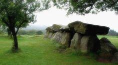 Dolmen du Mougau-Bihan allée couverte a Commana (29) France