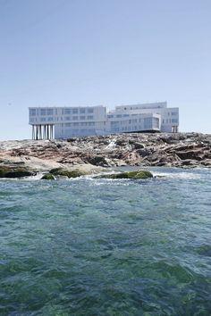 Fogo Island Inn in northern Newfoundland, Canada for gorgeous views of the Atlantic Ocean Fogo Island Hotel, Resorts, Ontario, East Coast Road Trip, Destinations, Romantic Escapes, Resort Villa, Island Tour, Beautiful Hotels