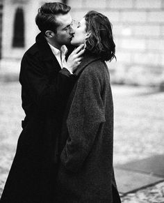 Black & White Photography Inspiration : Luxamour / Winter / Kiss Me / Black And White