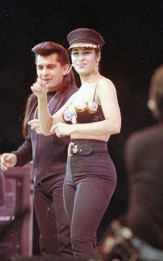 Selena Quintanilla Perez, Selena Quintanilla Funeral, Famous Celebrities, Celebs, Beautiful Voice, American Singers, Actresses, Poses, Concert