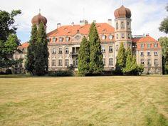 Zbudowany w XIX wieku zespół pałacowo-parkowy w Brynku, niedaleko Tarnowskich Gór to zespół zabytkowej architektury zajmujący obszar 40 ha parku krajobrazowego.