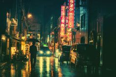 情緒あふれる日本のネオン街や夜の街の風景を写しだしたフォトシリーズ