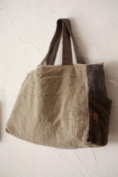 two tone ♥ Triangle Bag, My Style Bags, Jute Bags, Linen Bag, Quilted Bag, Fabric Bags, Knitted Bags, Bag Making, Purses And Handbags