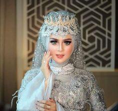 Foto Wedding, Wedding Veils, Wedding Poses, Wedding Dresses, Bridal Hijab, Muslim Dress, Beauty Shoot, Wedding Beauty, Wedding Make Up