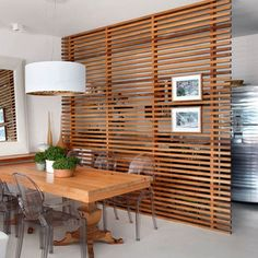 Die Rolle der Raumtrenner im offenen Wohnraum The role of room divider in open living space Open Space Living, Small Living, Living Spaces, Living Area, Small Apartments, Small Spaces, Wooden Screen, Small Apartment Decorating, Deco Design