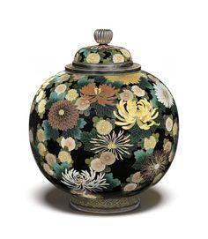 Japanese Vase, Group Art, Japanese Artists, Jar Lids, Art Of Living, Art Music, Asian Art, Contemporary Artists, Art Decor