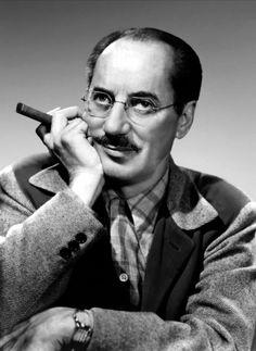 Groucho escribió dos libros de memorias: Groucho y yo (Barcelona: Tusquets editores, 1995) y Memorias de un amante sarnoso (Barcelona: Tusquets editores, 2000). En español se han publicado algunos de sus cuentos: ¡Sálvese quien pueda! y otras historias inauditas (Plot ediciones, 2005), cartas: Las cartas de Groucho (Barcelona: Anagrama, 1998) y guiones radiofónicos: Groucho y Chico abogados: Flywheel, Shyster y Flywheel.