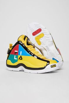 Classic Sneakers, Best Sneakers, Sneakers Fashion, Shoes Sneakers, Sneakers Women, Kicks Shoes, Fly Shoes, Futuristic Shoes, Colorful Sneakers